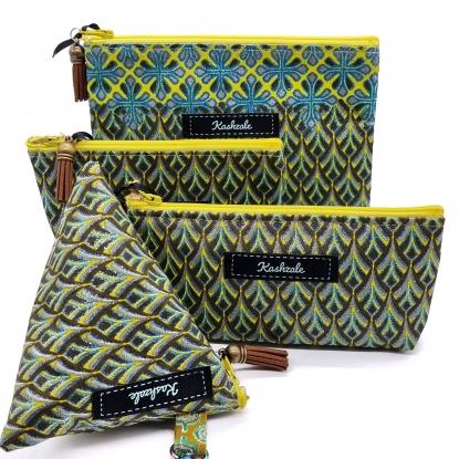 Clutch Cosmetic Bag – Manyoya (Feather)